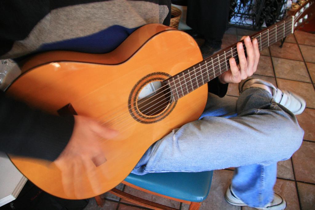 Guitare, chant et rythme